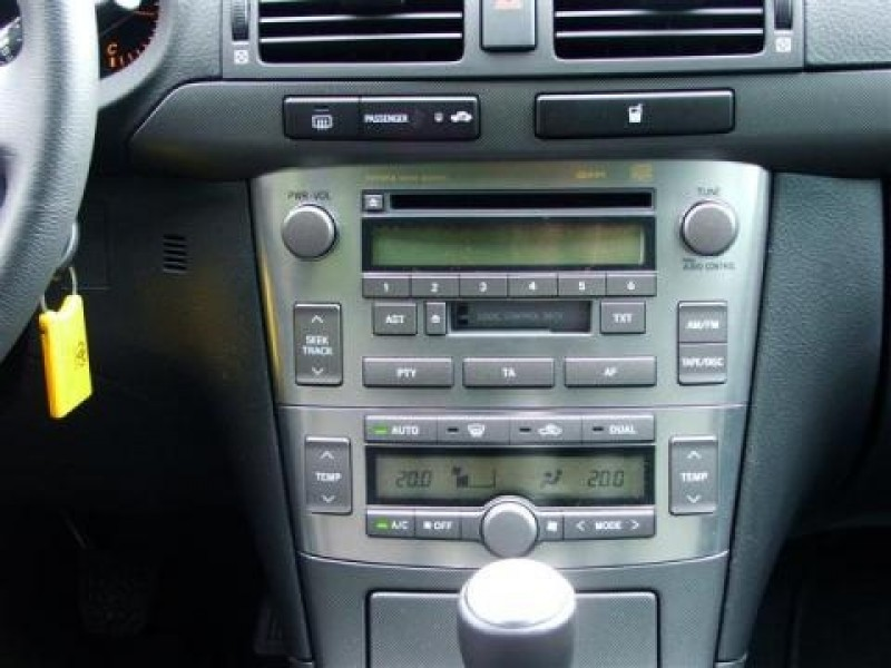 Toyota Avensis Wagon 2.2 D-4D D-CAT Executive