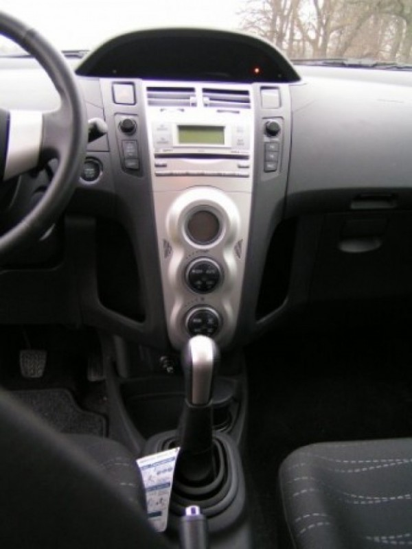 Toyota Yaris 1.3 16v VVT-i Linea Luna