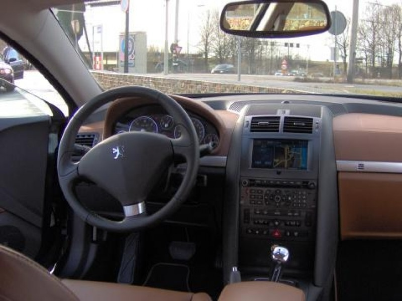 Test peugeot 407 coup 2 7 v6 hdif f line for Interieur 407 coupe