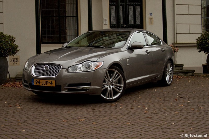 test jaguar xf 3 0 diesel s portfolio pure rijervaring. Black Bedroom Furniture Sets. Home Design Ideas