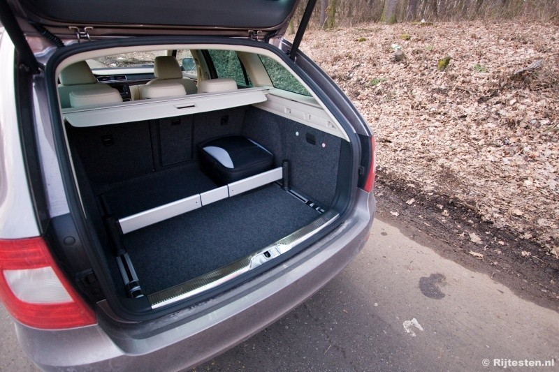 skoda superb combi 18 tsi elegance interieur auto design. Black Bedroom Furniture Sets. Home Design Ideas