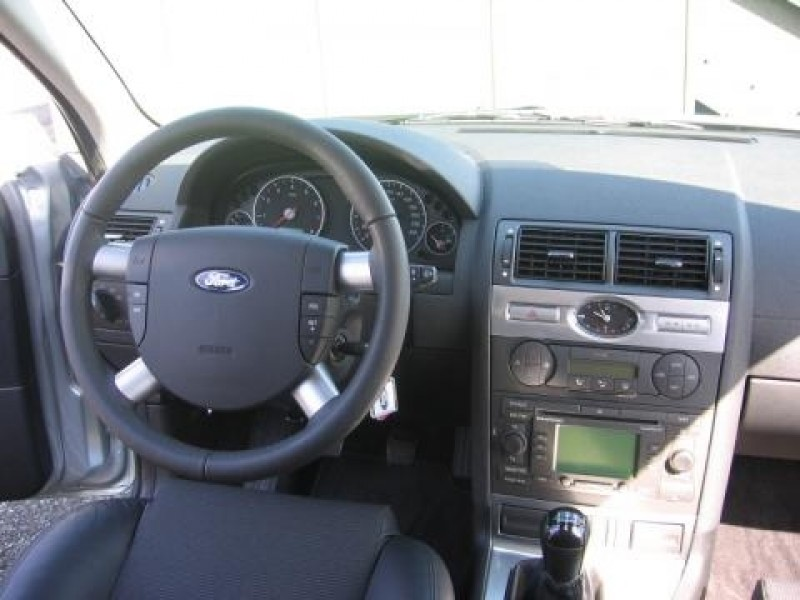 Test ford mondeo wagon platinum for Interieur ford mondeo 2000