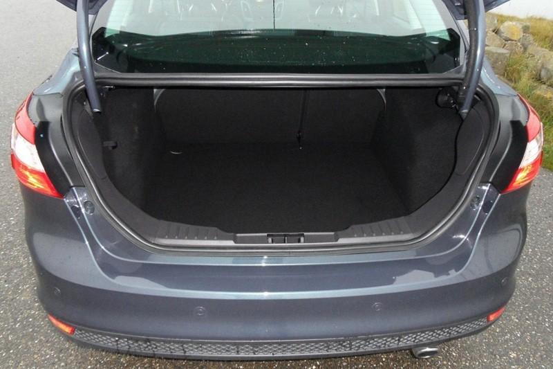 Foto S Ford Focus Sedan 1 6 Ecoboost Titanium Rijtesten