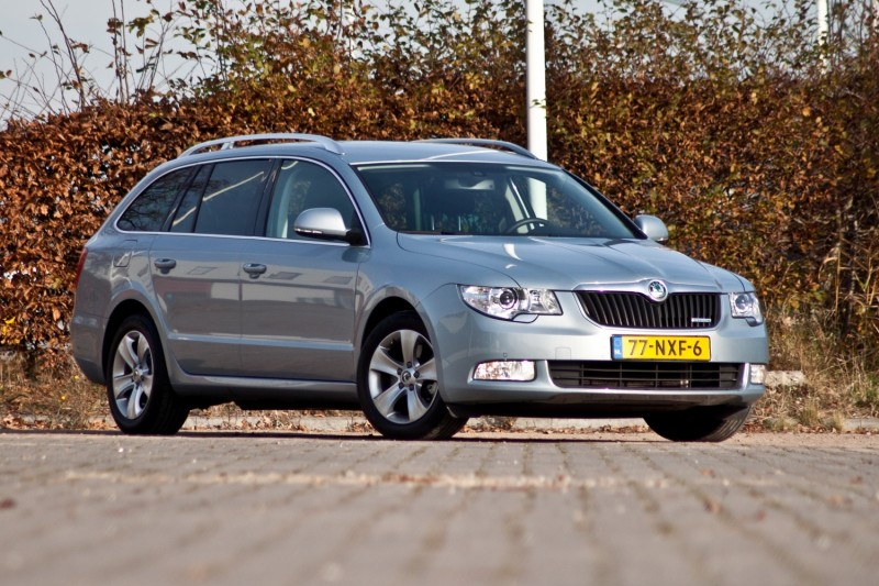 test skoda superb combi greenline 1 6 tdi business line pure rijervaring. Black Bedroom Furniture Sets. Home Design Ideas