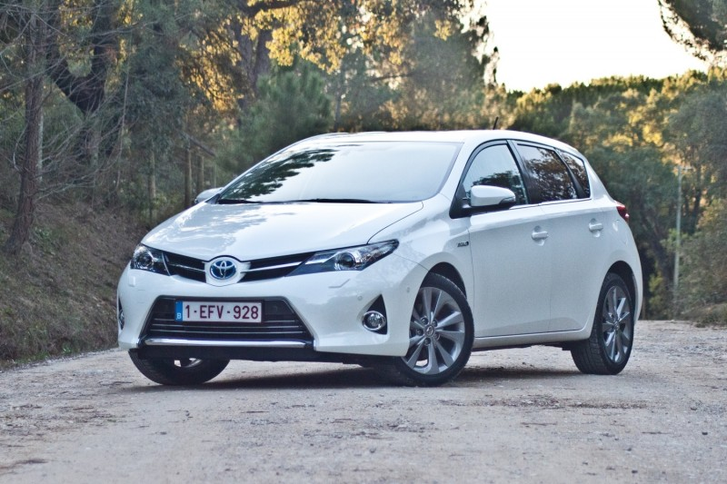 test toyota auris 1 8 hybrid executive. Black Bedroom Furniture Sets. Home Design Ideas