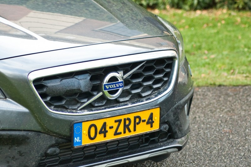 2017 Volvo V40 Cross Country Review - Top Speed