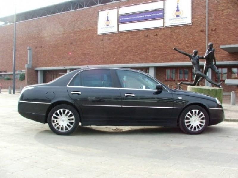 lancia thesis v6 Lancia thesis oli vuonna 2001 esitelty luksusluokan sedan-tyyppinen henkilöauto,  30 v6 (2959 cm 3) - 215 hv 32 comfotronic 20v - 230 hv @ 6200 r/min,.