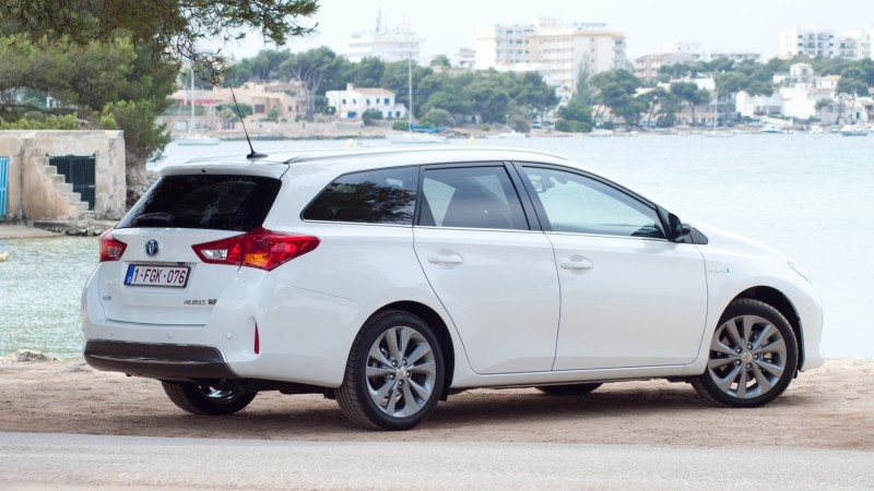 test toyota auris touring sports hybrid executive pure rijervaring. Black Bedroom Furniture Sets. Home Design Ideas