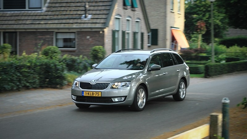foto 39 s skoda octavia combi 1 2 tsi ambition businessline. Black Bedroom Furniture Sets. Home Design Ideas