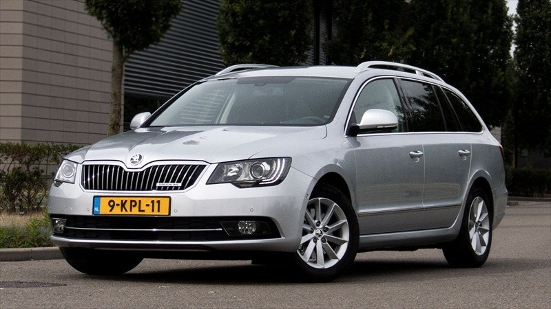 test skoda superb combi 2 0 tdi 190 pk style businessline pure rijervaring. Black Bedroom Furniture Sets. Home Design Ideas