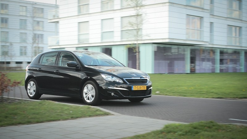 Test peugeot 308 1 6 e hdi active pure for Peugeot 907 interieur
