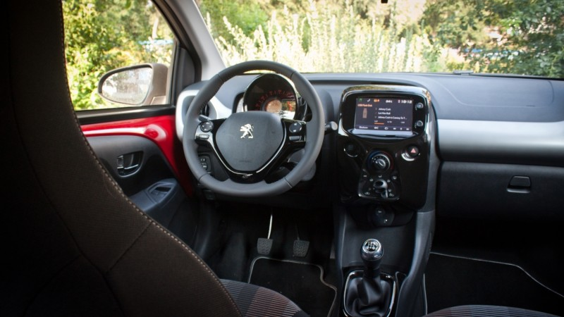 Test peugeot 108 1 0 e vti allure top for Interieur peugeot 108