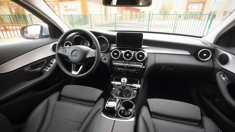 Test mercedes benz c klasse estate c 220 bluetec for Interieur mercedes c klasse