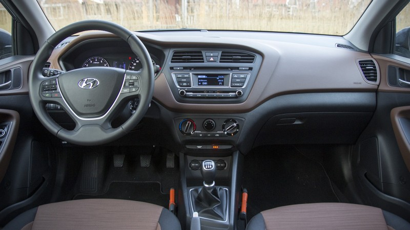 Test hyundai i20 1 2hp i motion pure for Interieur hyundai i20