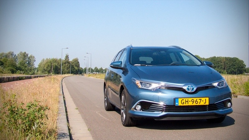 test toyota auris touring sports hybrid lease exclusive pure rijervaring. Black Bedroom Furniture Sets. Home Design Ideas